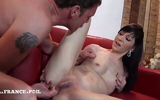 Pretty Small Titted Mom Gets Sodomized
