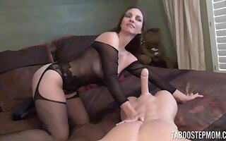 Naughty mature spliced Mindi Mink spreads her legs to rag with an increment of gives a BJ