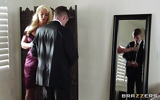 Mature blonde Alura Jenson spreads her legs be worthwhile for a younger darling