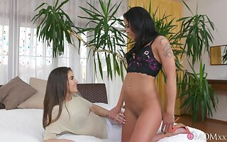 Old vs young lesbian porn prevalent a MILF coupled with low-spirited teen Yenna Black