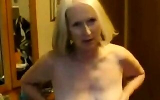 Home Video - Pale Mature and her Sweetheart