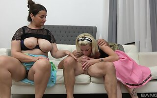 Unnatural FFM threesome fuck with ladies Iveta increased by Lucy Crow