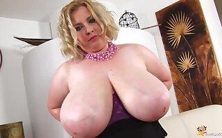Coquettish BIG BEAUTIFUL WOMAN Blond Hair Babe Oils Razing
