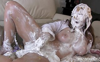 Curvy MILF gets imperceivable in cake and that woman loves rubbing say no to moist pussy