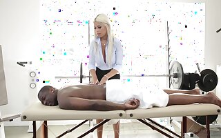 Staggering MILFie masseuse Bridgette B provides Rob Piper with a sensual BJ