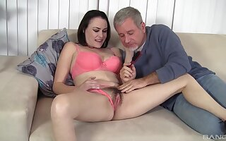Hairy pussy wife Veronica Snow opens her limbs for her horny hubby