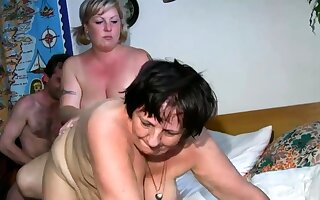 Old lesbian gets dildoed by light-complexioned BBW