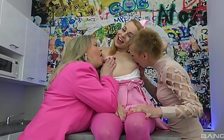 Kinky old and young lesbian threeway with cute Jane Lover