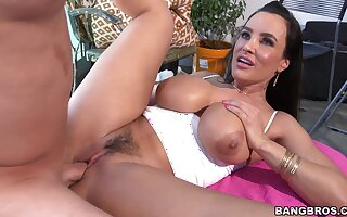 Trimmed pussy MILF Lisa Ann takes a fat dick in say no to tight ass