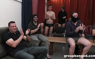 Hardcore gangbang d�bris with lots for cum for a blonde slut. HD
