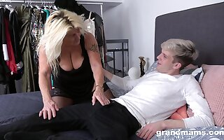 Auntie sucks dick in special ways and fucks even better