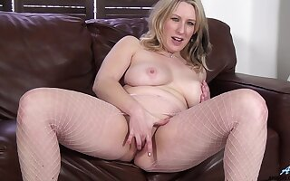 Mel Harper enjoys pleasuring will not hear of cravings in the first place a leather embed