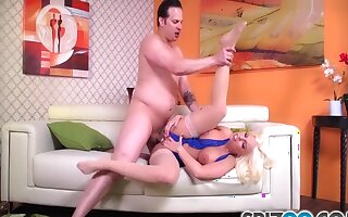 Beamy Plunder Britney Amber Take A Beamy Dick In Her Parsimonious Wet Hole