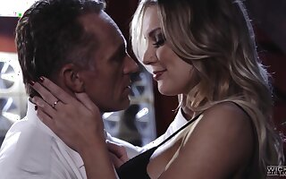 Glamorous busty babe Kenzie Taylor gets intimate with their way sugar confessor