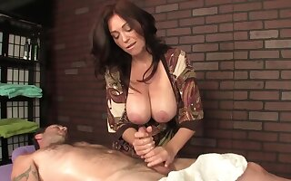 Hot masseuse in elephantine boobs helps the client relax at the end of one's tether a handjob