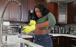 Ebony cleaning lady gets herald after a nice oral foreplay