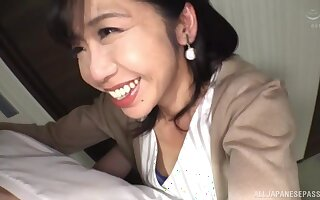 Close up video of Asian babe Kikuichi Momoko giving a blowjob