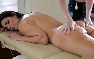 Samantha Gives Her Stepmom A Massage