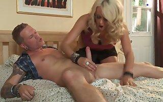 Sexy blonde MILF Stormy Daniels sucks dick properly!