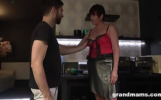 Hot nextdoor granny turned to recoil a blowjob expert and insatiable old harlot