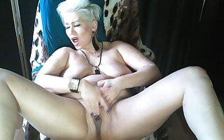 Mature slut AimeeParadise is the Queen of floozie orgasms .!.
