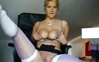 Blonde Breathe Milf Masturbates