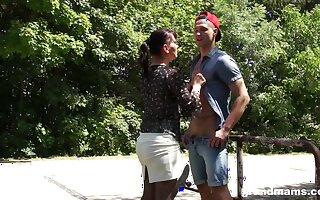 Reconversion sexual old woman seduces duo pretty little shaver in the park