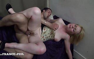 Flirtatious And Raunchy Hairy Mommy Gets Bonked - Amateur Porn