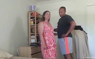 Amateur fucking on burnish apply drop out of sight sofa with a chubby housewife