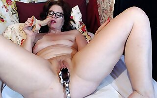 Mature Dominika old pussy unfenced and defame